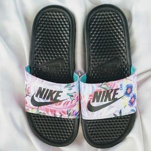 NIKE Wm's Slides